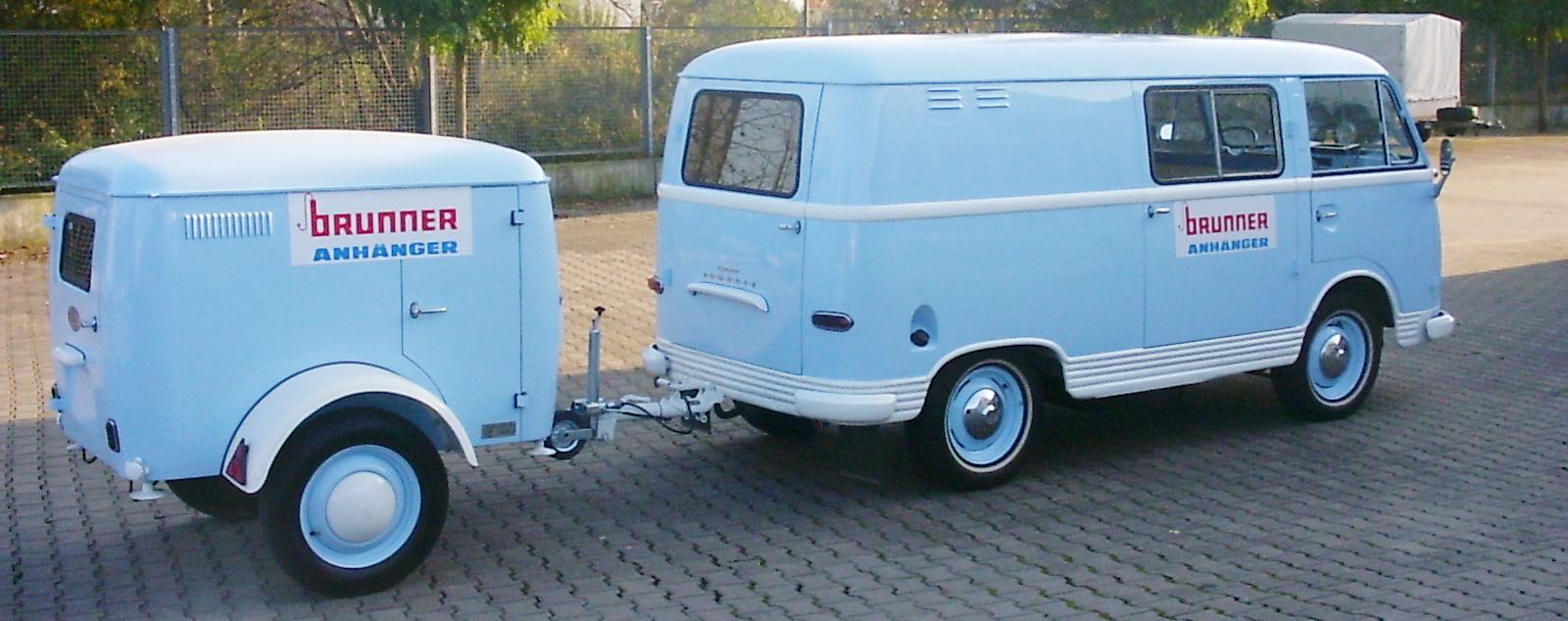 Ford Transit mit Kastenanhänger